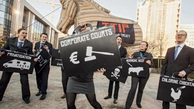 Friends of the Earth stunt showing the threats of TTIP including ISDS, or 'Corporate Courts'. © Friends of the Earth Europe/Lode Saidane
